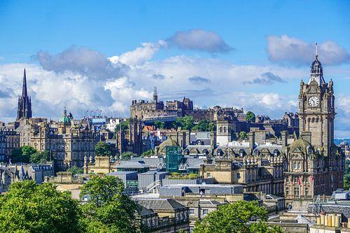 Uitzicht over Edinburgh, Schotland, vanaf Calton Hill van