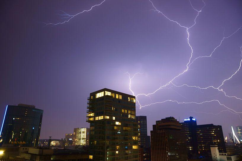 Onweer in Rotterdam van Michel van Kooten