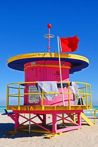 Pink Baywatch Miami Beach van Vera Cerutti