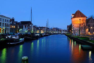 Thorbeckegracht in Zwolle in de avond met de Wijndragerstoren van