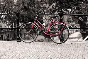 De rode fiets op de Oudegracht