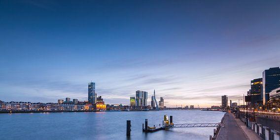 Zonsondergang bij de Boompjes Rotterdam van Ilya Korzelius
