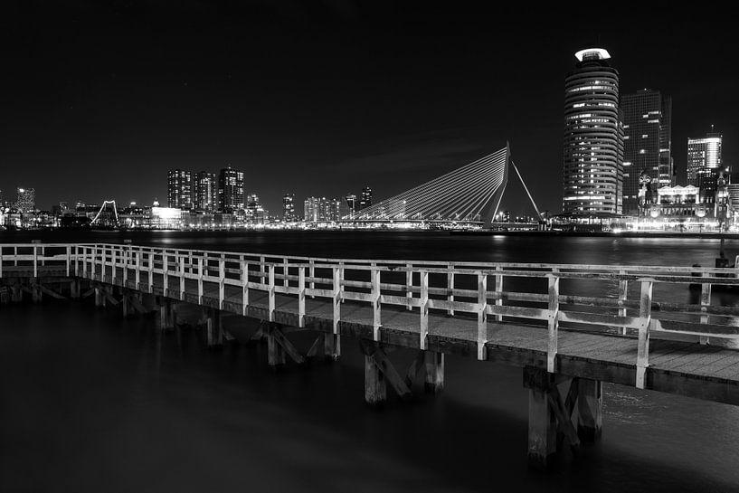 Rotterdam Skyline  zwart wit van Steven Dijkshoorn