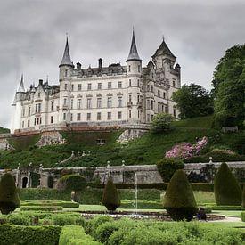 Dunrobin kasteel op een grijze dag van Ineke Huizing