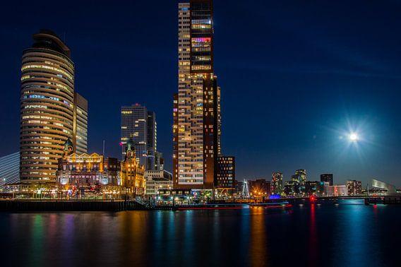 Volle maan bij de Rijnhaven, Kop van Zuid.  van Marco Faasse