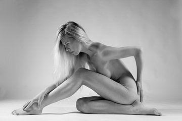 Artistiek naakt in zittende pose van Arjan Groot