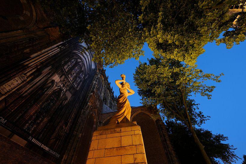 Verzetsmonument op het Domplein in Utrecht voor de Domkerk van Donker Utrecht