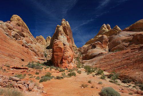 Lagen en kleuren in de woestijn van