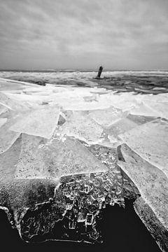 Crushing Eis auf dem IJsselmeer bei Stavoren! von Peter Haastrecht, van