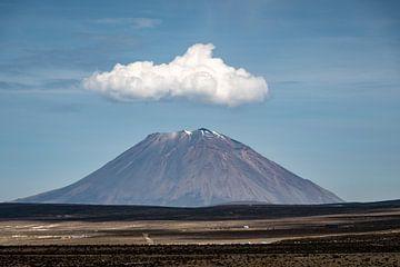 Vulkaan met wolk van Eerensfotografie Renate Eerens