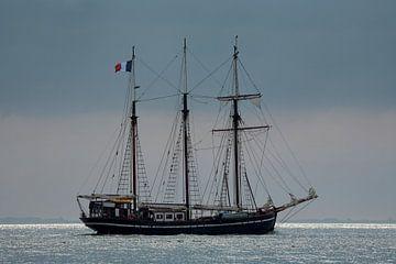 Zeilschip op weg naar zee sur Bram van Broekhoven