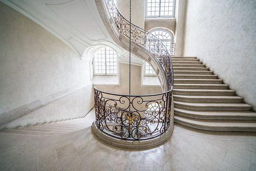 Treppenhaus in Weiß von BernArt Photography