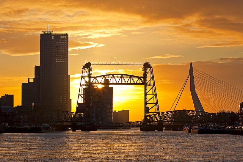 Zonsondergang bij De Hef te Rotterdam van Anton de Zeeuw