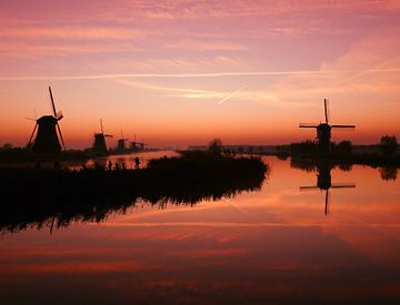 Kinderdijk net voor zonsopkomst van Gert van der Hee