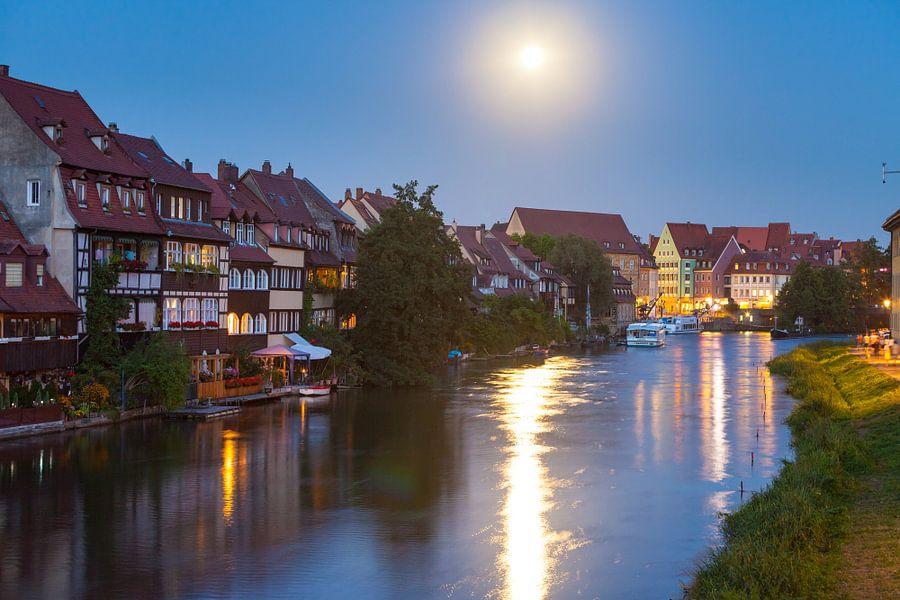 Bamberg in the evening van Jan Schuler
