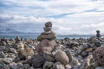 Islande : une nature morte avec des pierres sur Coby Bergsma
