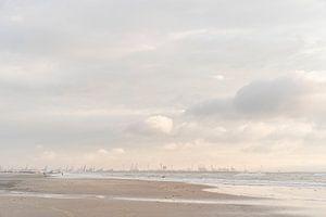 Maasvlakte und Hook of Holland: malerischer Himmel und Surfer bei Sonnenuntergang