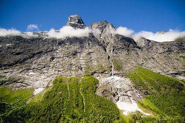 Trollstigen bergwand in Noorwegen van Marie-Christine Alsemgeest-Zuiderent