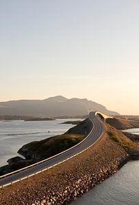 Atlantic road in Noorwegen van Guido Boogert