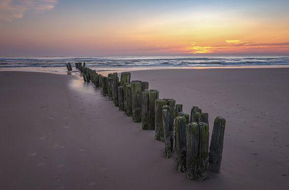 Zonsondergang aan het strand van Martin Bredewold