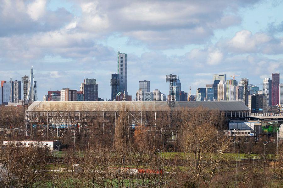 Het schitterende Feyenoord Stadion De Kuip met de skyline van Rotterdam van MS Fotografie
