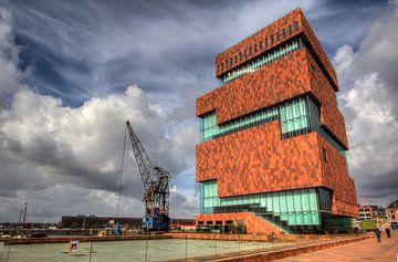 Das ikonische MAS (Museum am Bach) mit seinem schönen Wolkenhimmel von Jeffrey Steenbergen