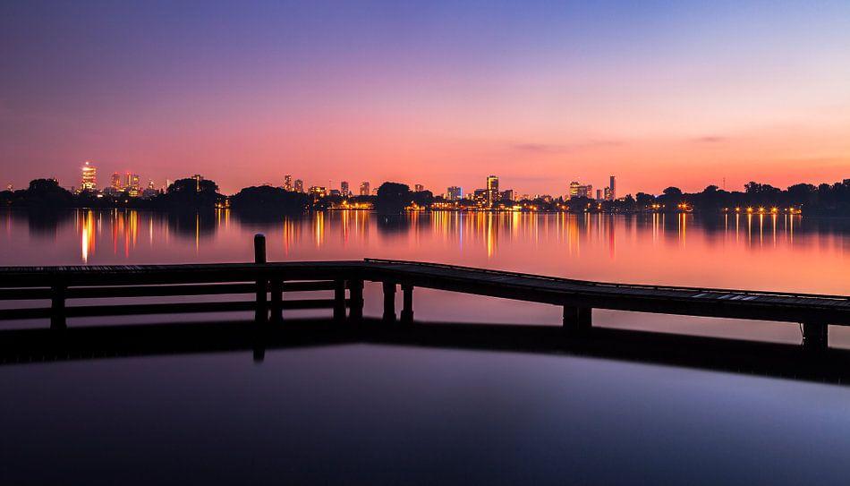 Skyline Rotterdam vanaf Kralingse Plas bij zonsondergang, Nederland