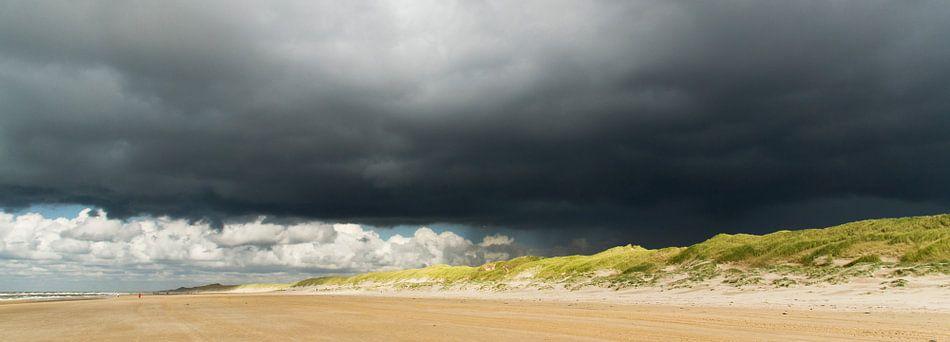Landscape 'dreiging boven duinen' van Greetje van Son