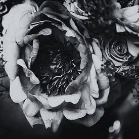 Blumenstrauß monochrom von Petra Dreiling-Schewe