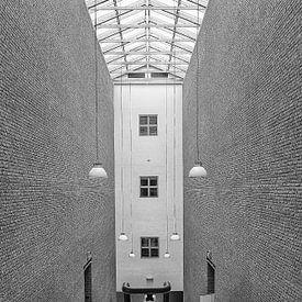 Symmetrie in de hal van Ellen van Schravendijk