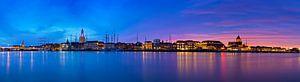 Panorama Kampen aan de rivier tijdens een adembenemende zonsondergang 3
