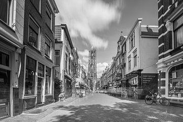 Über die Zadelstraat auf dem Weg zum Dom von Utrecht von Michel Geluk