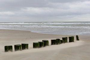Winterse dag aan zee op het strand van Ameland aan de Nederlandse kust.