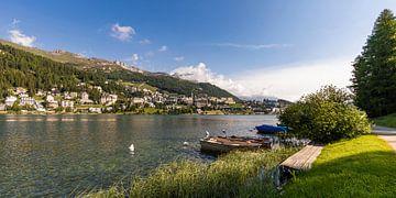 St. Moritz en het meer van St. Moritz in Zwitserland van Werner Dieterich