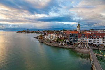 Friedrichshafen am Bodensee am Abend von Jan Schuler
