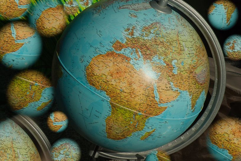 Globes Multiples sur World Maps