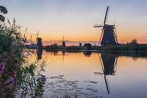 Kinderdijk bij zonsondergang van Karin Riethoven