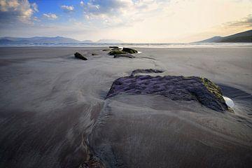 Zonsondergang op Inch Beach, Ierland van