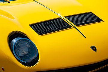 Lamborghini Miura sportwagen voorzijde detail in helder geel van Sjoerd van der Wal