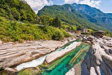 Vallée Verzasca près de Lavertezzo au Tessin sur Werner Dieterich