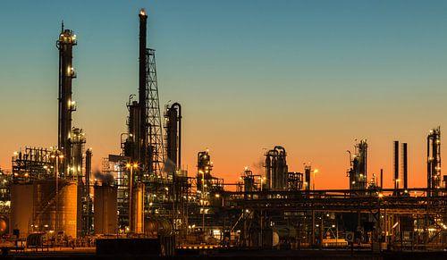 Industrie bij Pernis bij zonsondergang sur