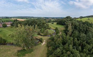 Vue aérienne de la Geul près de Cottessen dans le sud du Limbourg.