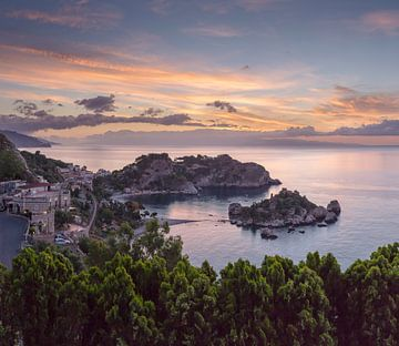 Isola Bella bei Sonnenaufgang, Taormina, Sizilien, Italien von Rene van der Meer