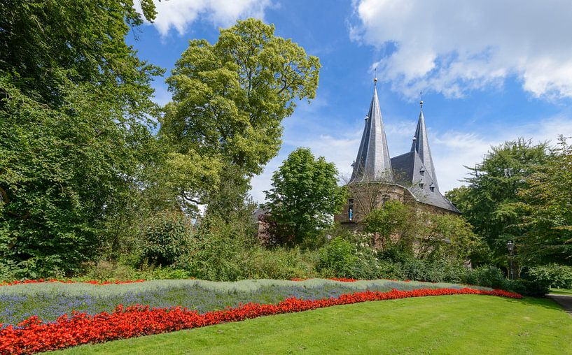 Cellebroederspoort in Kampen vanuit het stadspark in de zomer van Sjoerd van der Wal