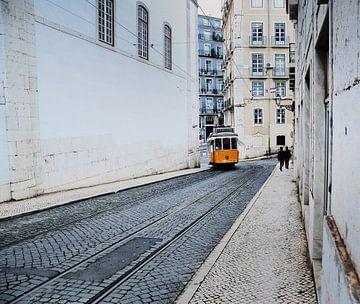 Lijn 28 in Lissabon van Harrie Muis