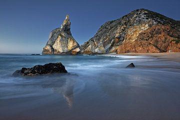 Die Nacht bricht herein am Praia da Ursa von Rolf Schnepp