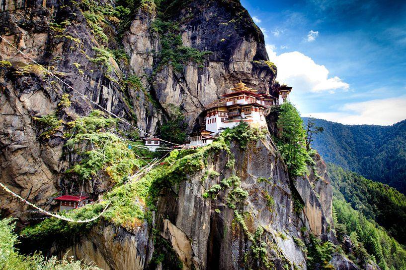 Klooster in Bhutan (tijger nest klooster) van Paul Piebinga