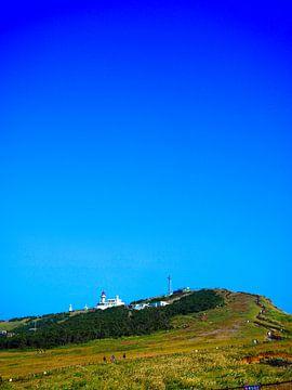 Blauwe lucht boven vuurtoren van Jasper H