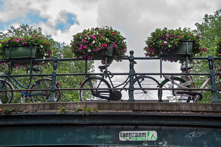 Een Amsterdamse brug van Anouschka Hendriks