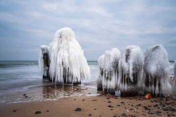 De winter aan de kust van de Oostzee bij Kühlungsborn van Rico Ködder